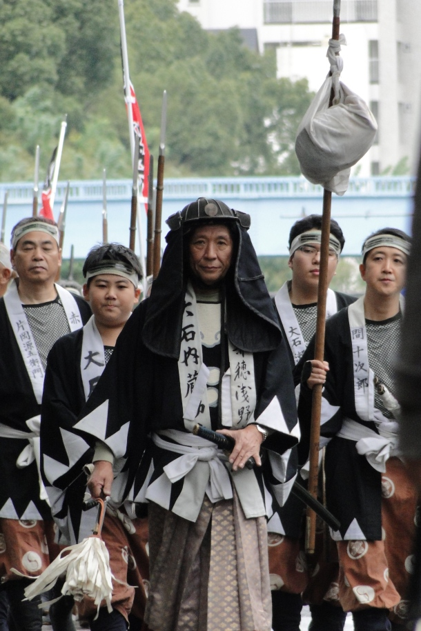Reenactors on the march to Sengaku Temple