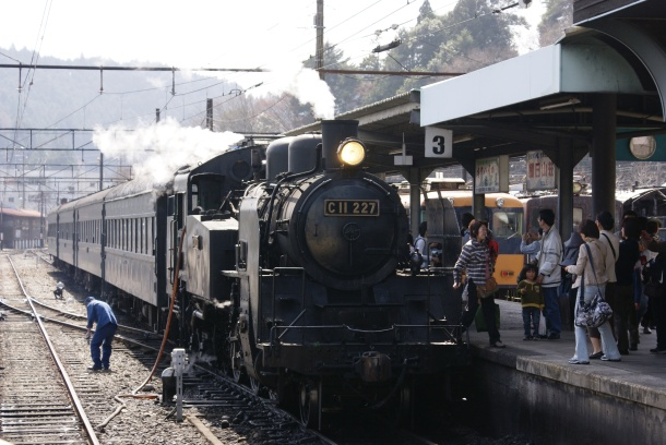All aboard! The Oigawa steam train prepares to leave Kanaya