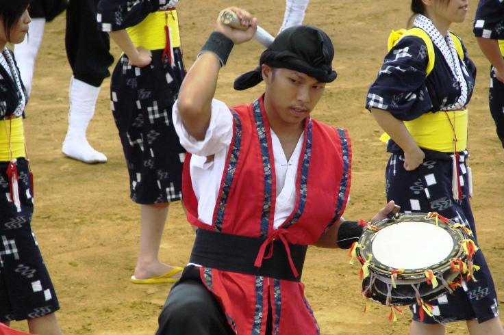 An eisa performer