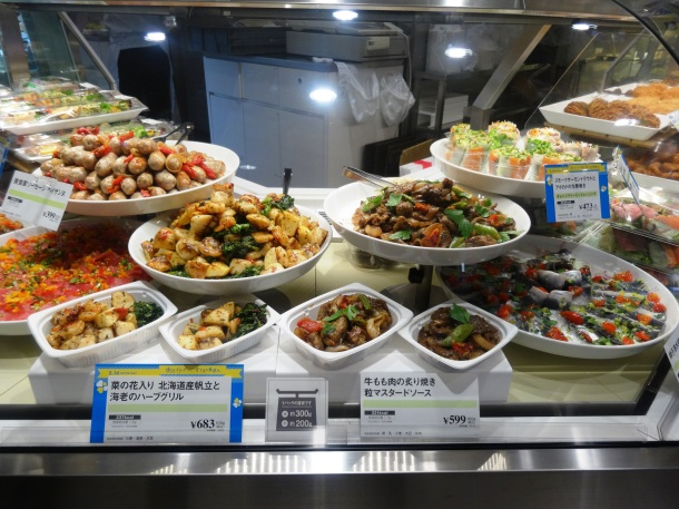 More food on display in Mitsukoshi's depachika ... hungry yet??