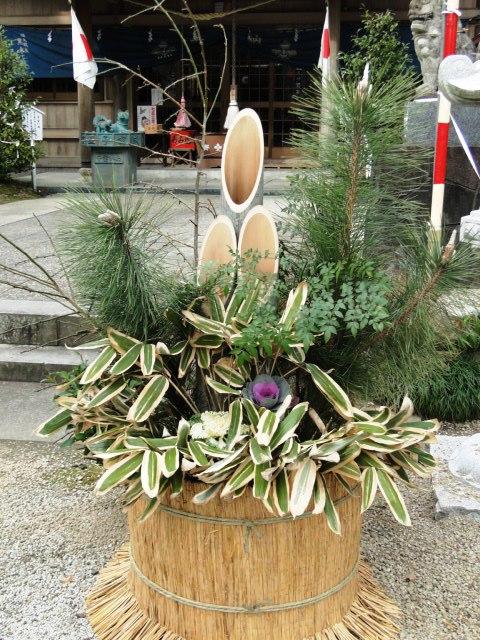 A kadomatsu in front of a shrine in Kagoshima Prefecture