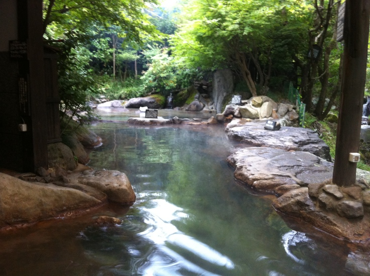 An outdoor bath along the river in Kurokawa Onsen