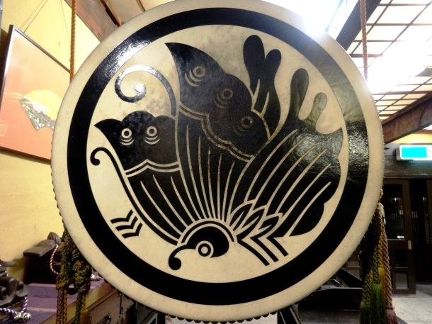 A drum with the Taira clan crest, a stylized butterfly