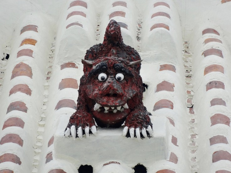 A shisa on a Taketomi rooftop