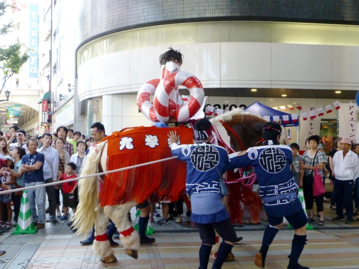 A horse is led through the Shimotori arcade